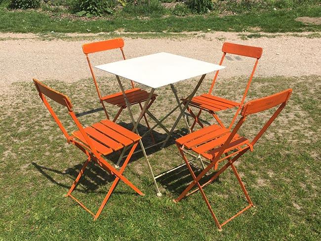 Terras huren - Klapstoeltjes met tafel - oranje