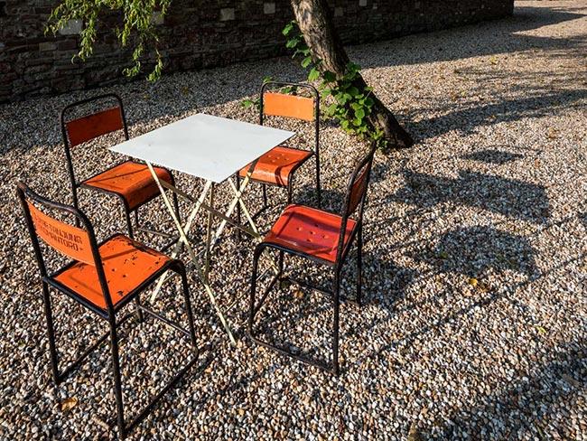 Terras huren - Metalen stoeltjes met tafel - zwart frame