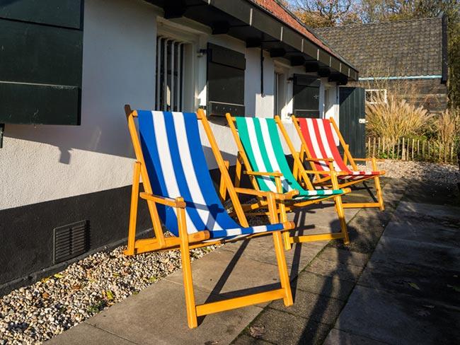 Terras huren - Strandstoelen (blauw/groen/rood)